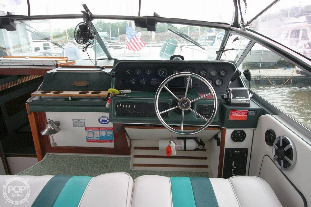 1989 Sea Ray boat for sale, model of the boat is 300 Sundancer & Image # 19 of 40