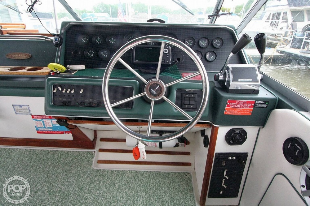 1989 Sea Ray boat for sale, model of the boat is 300 Sundancer & Image # 20 of 40