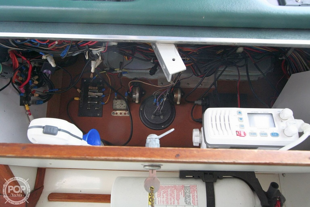1989 Sea Ray boat for sale, model of the boat is 300 Sundancer & Image # 37 of 40