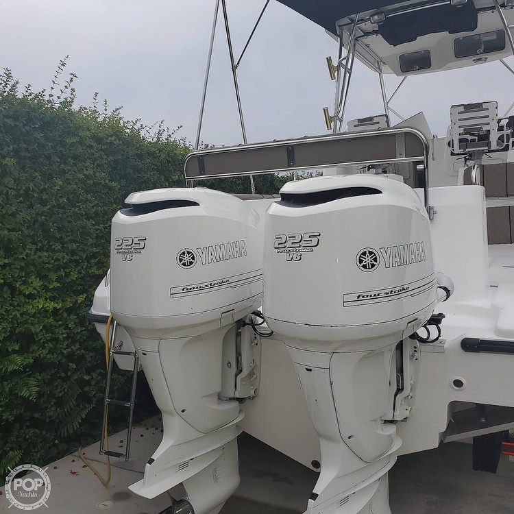 2002 Century boat for sale, model of the boat is 3200 Walkaround & Image # 7 of 40