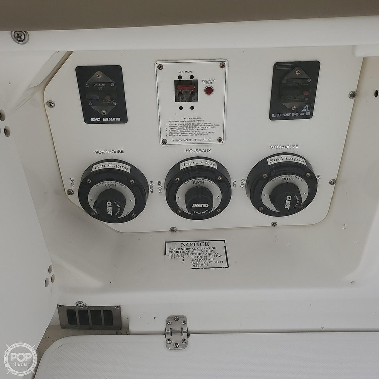2002 Century boat for sale, model of the boat is 3200 Walkaround & Image # 28 of 40