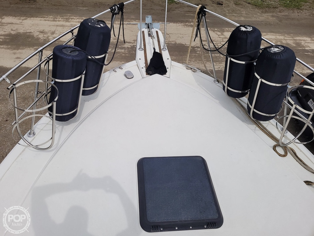 1984 Carver boat for sale, model of the boat is 3207 & Image # 23 of 40