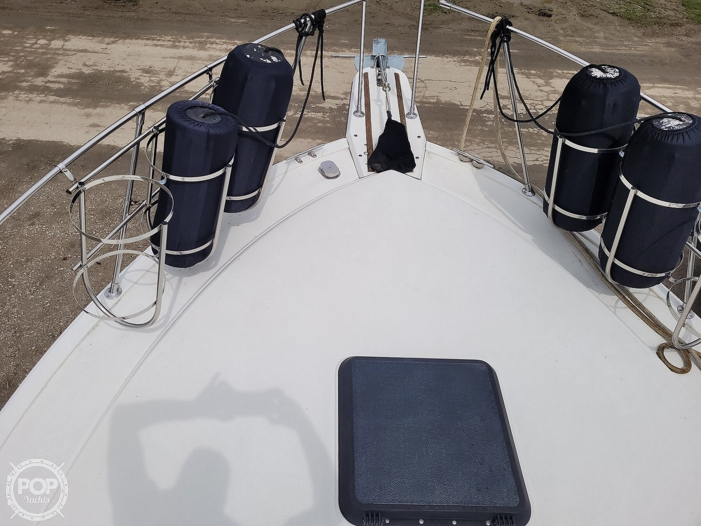 1984 Carver boat for sale, model of the boat is 3207 & Image # 24 of 40