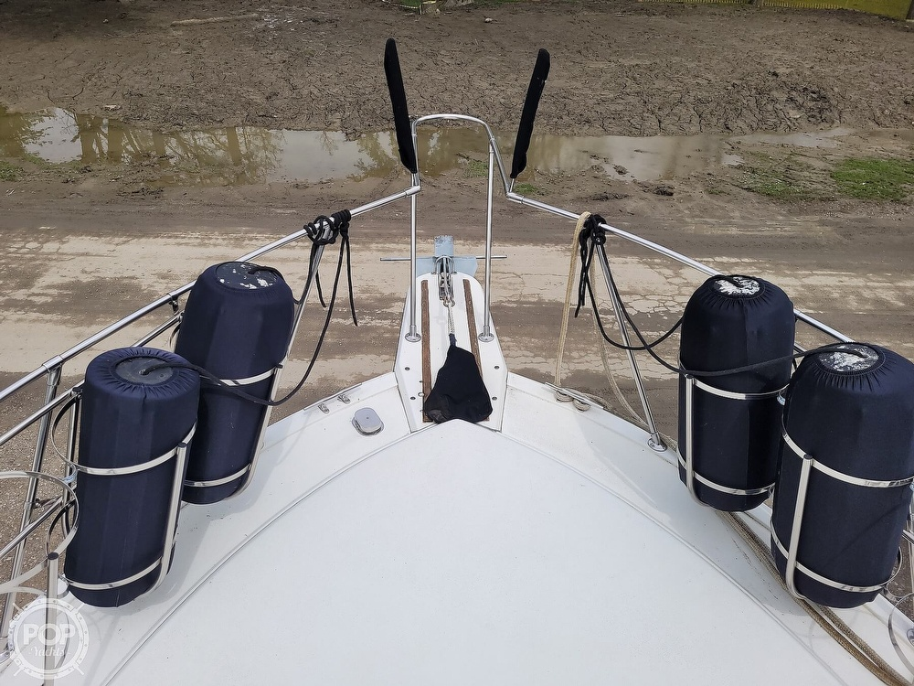 1984 Carver boat for sale, model of the boat is 3207 & Image # 25 of 40