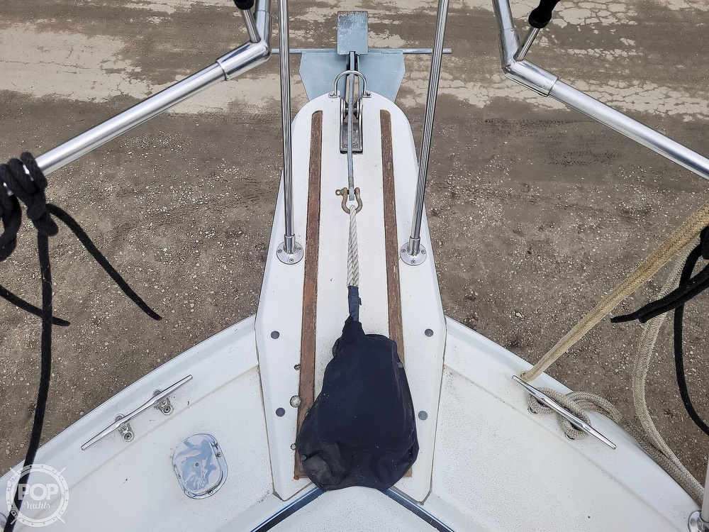 1984 Carver boat for sale, model of the boat is 3207 & Image # 27 of 40