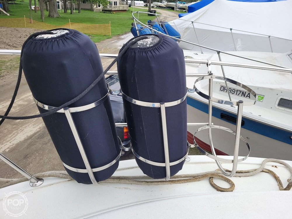 1984 Carver boat for sale, model of the boat is 3207 & Image # 32 of 40