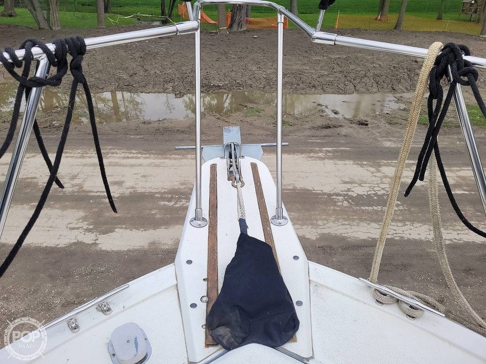 1984 Carver boat for sale, model of the boat is 3207 & Image # 34 of 40
