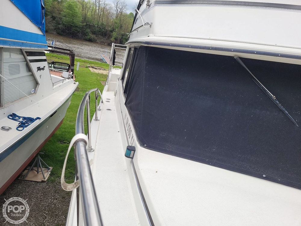 1984 Carver boat for sale, model of the boat is 3207 & Image # 36 of 40