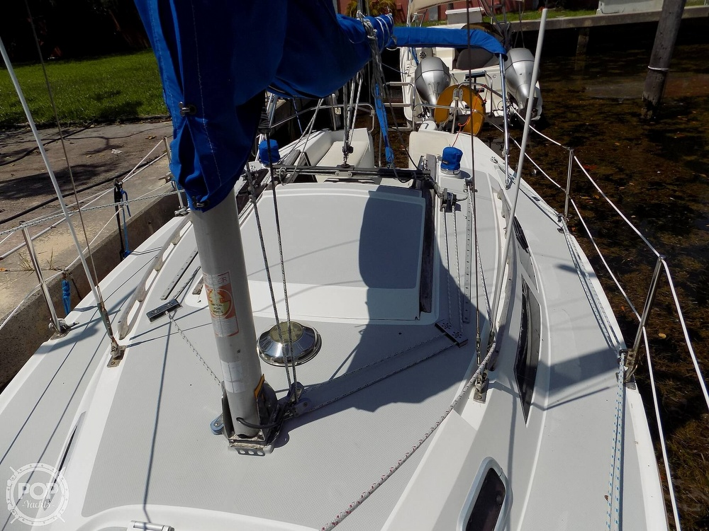 1990 Catalina Yachts boat for sale, model of the boat is Capri 26 & Image # 19 of 40