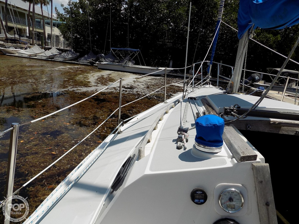 1990 Catalina Yachts boat for sale, model of the boat is Capri 26 & Image # 30 of 40