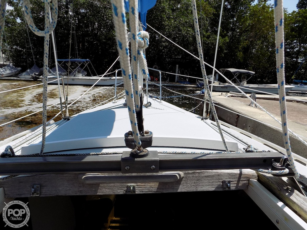 1990 Catalina Yachts boat for sale, model of the boat is Capri 26 & Image # 31 of 40