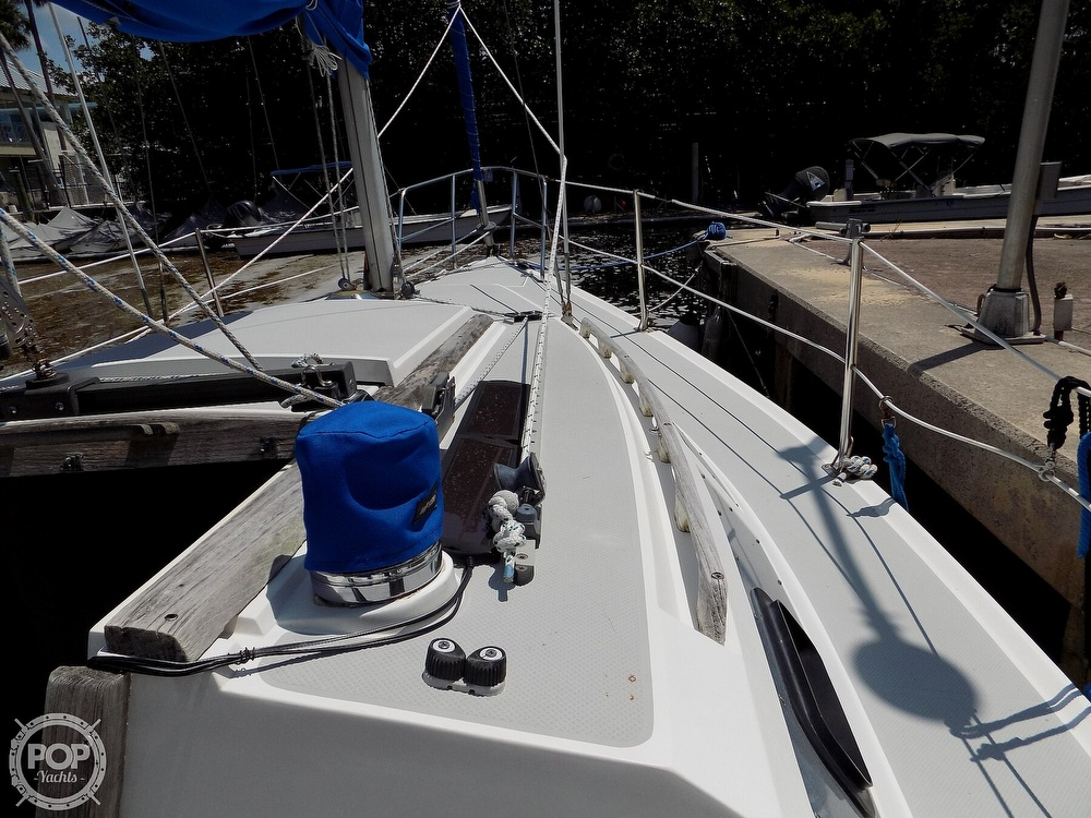 1990 Catalina Yachts boat for sale, model of the boat is Capri 26 & Image # 32 of 40