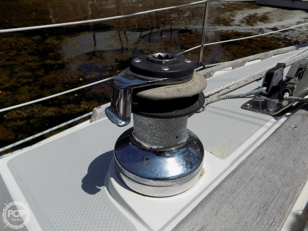 1990 Catalina Yachts boat for sale, model of the boat is Capri 26 & Image # 35 of 40