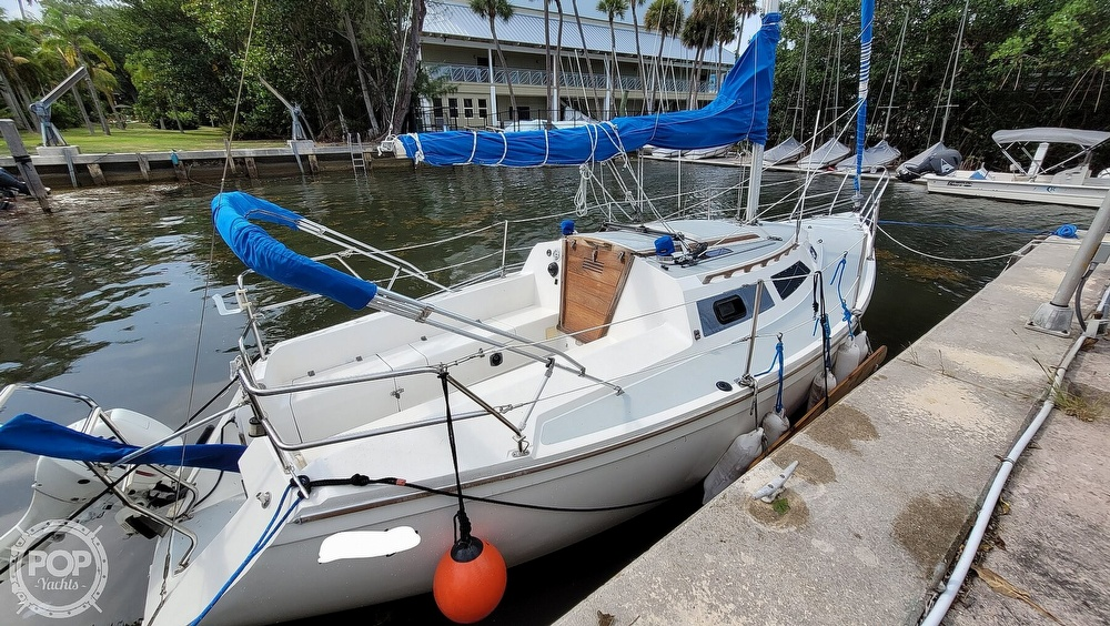 1990 Catalina Yachts boat for sale, model of the boat is Capri 26 & Image # 3 of 40