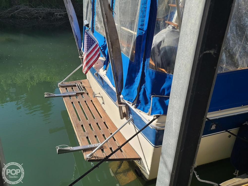 1986 Chris Craft boat for sale, model of the boat is Catalina 291 & Image # 24 of 40