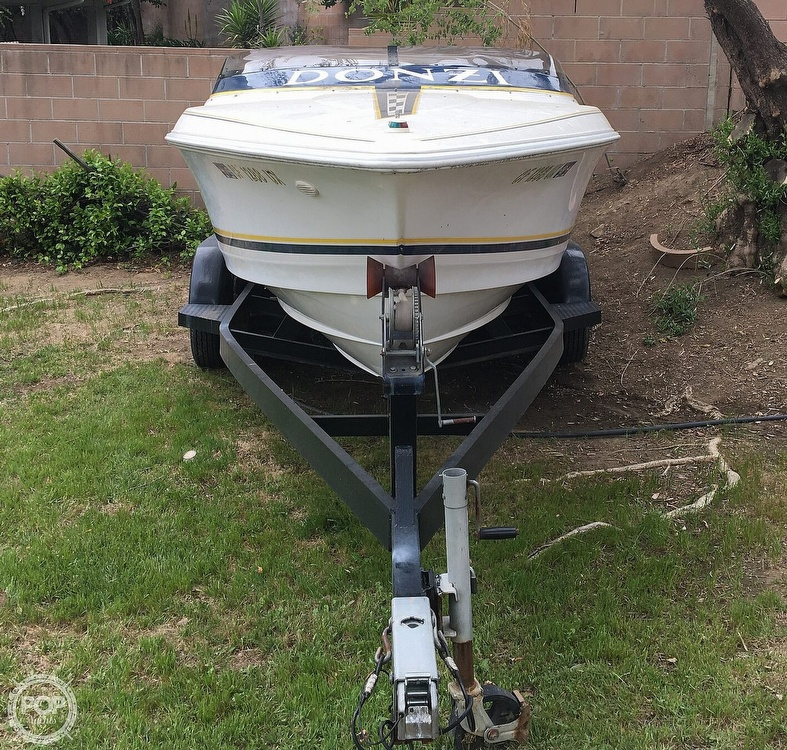 2001 Donzi boat for sale, model of the boat is 22ZX & Image # 5 of 40