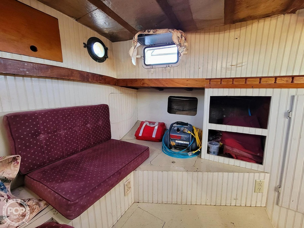 1991 Seahawk boat for sale, model of the boat is 49 Custom & Image # 28 of 40