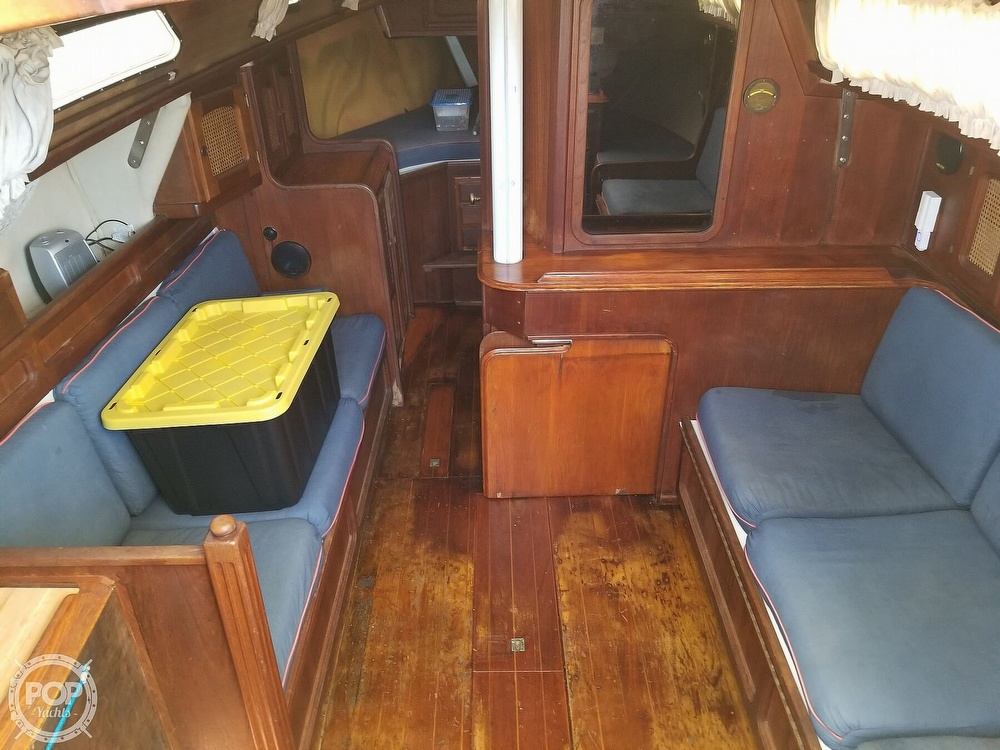 1977 Islander boat for sale, model of the boat is 32 MK II & Image # 2 of 40