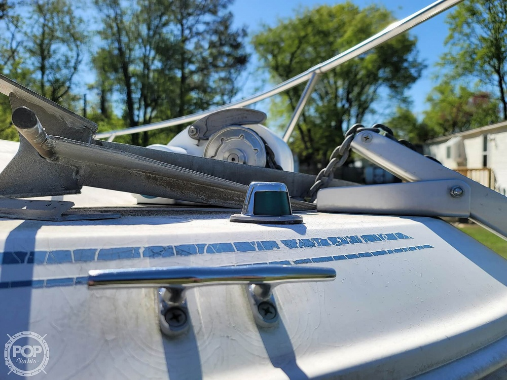 1990 Sea Ray boat for sale, model of the boat is 220 Sundancer & Image # 3 of 40