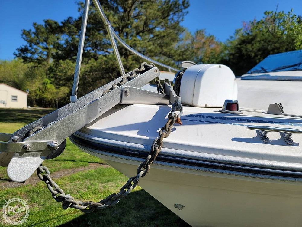 1990 Sea Ray boat for sale, model of the boat is 220 Sundancer & Image # 4 of 40