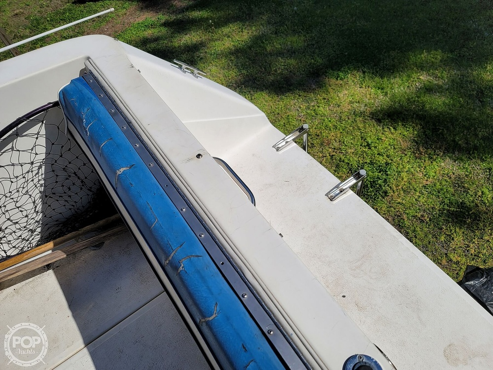 1990 Sea Ray boat for sale, model of the boat is 220 Sundancer & Image # 13 of 40