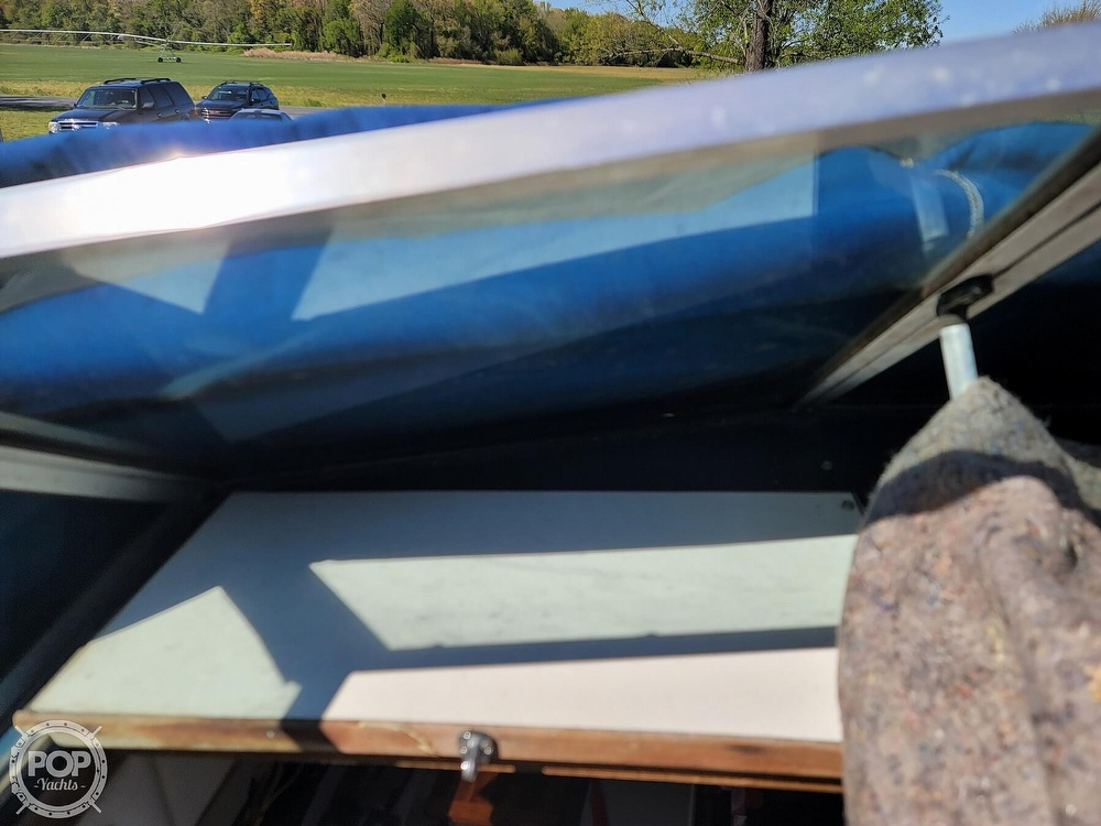 1990 Sea Ray boat for sale, model of the boat is 220 Sundancer & Image # 19 of 40