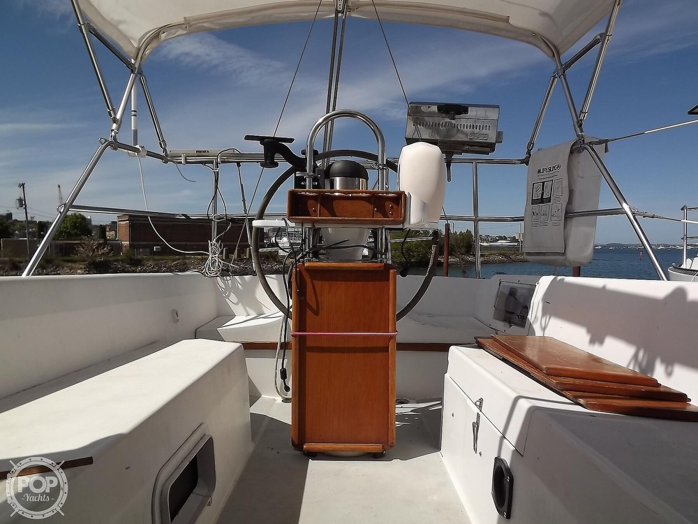 1988 Catalina Yachts boat for sale, model of the boat is 30 MK II & Image # 2 of 40