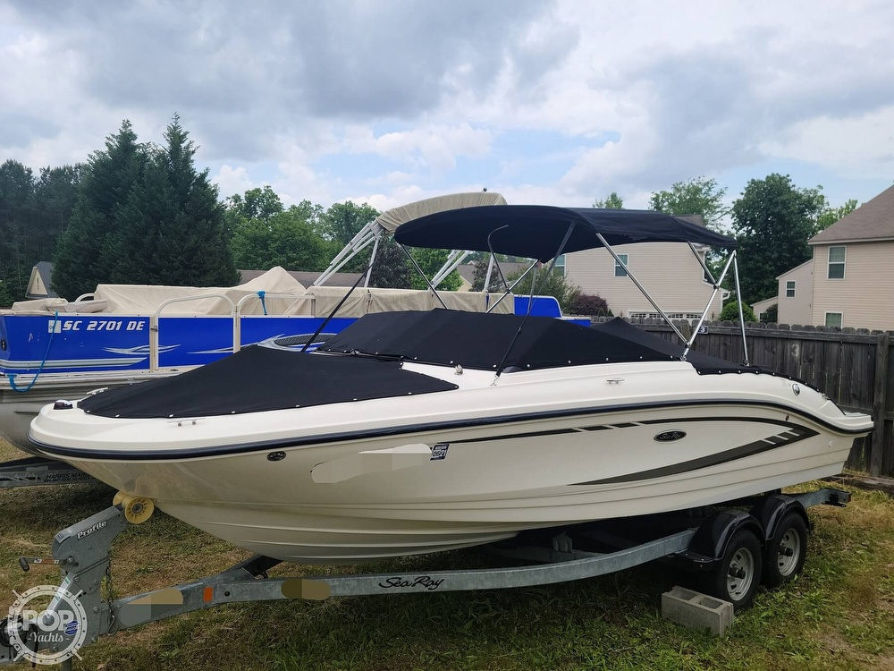 2017 Sea Ray boat for sale, model of the boat is SPX 210 & Image # 7 of 40