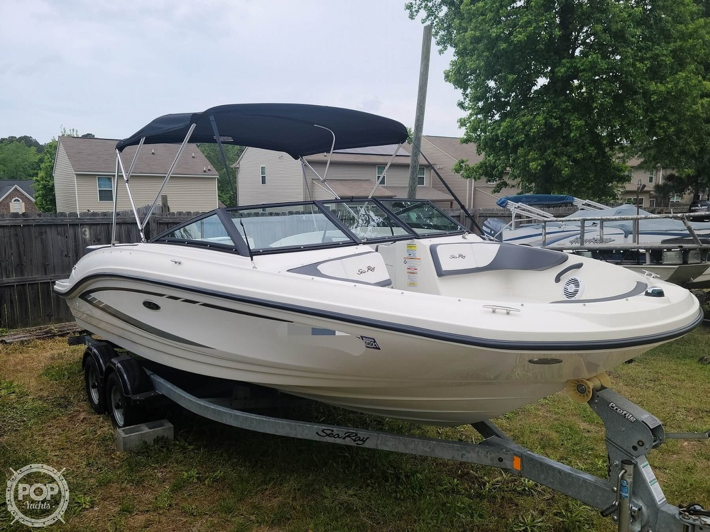 2017 Sea Ray boat for sale, model of the boat is SPX 210 & Image # 5 of 40