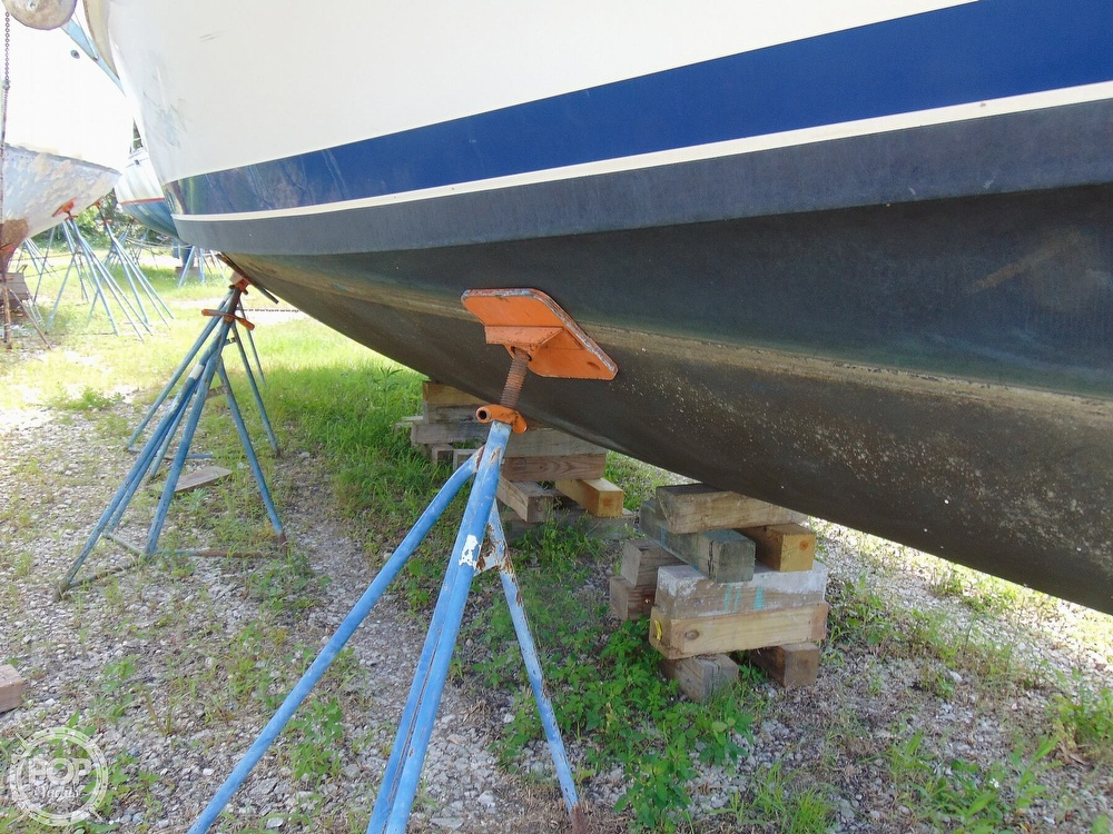 1998 Mainship boat for sale, model of the boat is 350 Trawler & Image # 32 of 40
