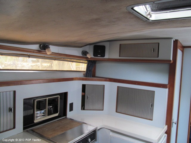 1989 Sea Ray 340 Sundancer - Photo #40