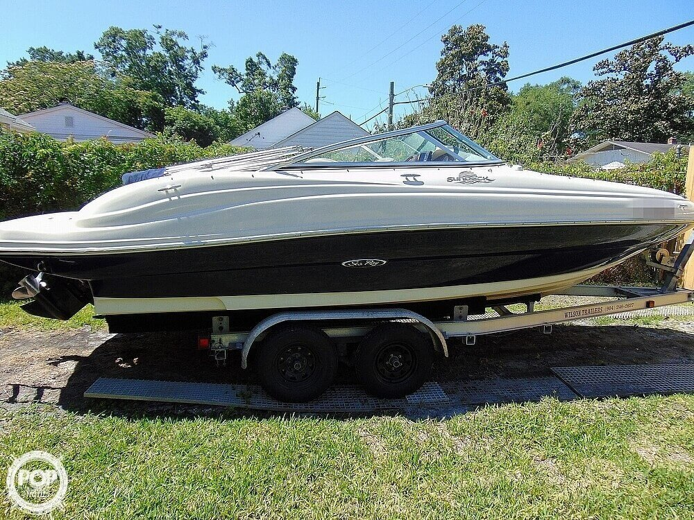 2005 Sea Ray boat for sale, model of the boat is 200 Sundeck & Image # 3 of 40