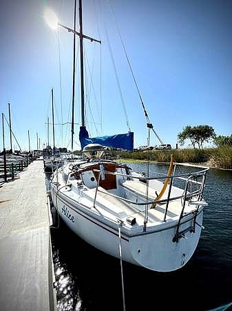 1979 Catalina Yachts boat for sale, model of the boat is 29 & Image # 2 of 11