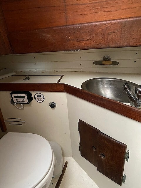 1985 Eastsail boat for sale, model of the boat is 25 & Image # 4 of 6