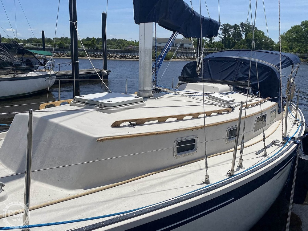 1986 Aloha Pontoons boat for sale, model of the boat is 32 & Image # 18 of 40
