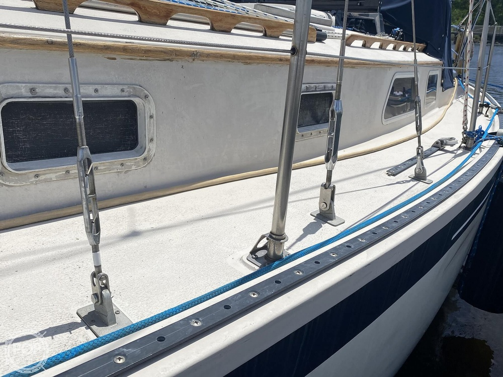 1986 Aloha Pontoons boat for sale, model of the boat is 32 & Image # 20 of 40