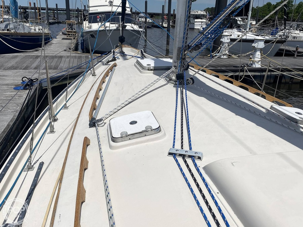 1986 Aloha Pontoons boat for sale, model of the boat is 32 & Image # 28 of 40