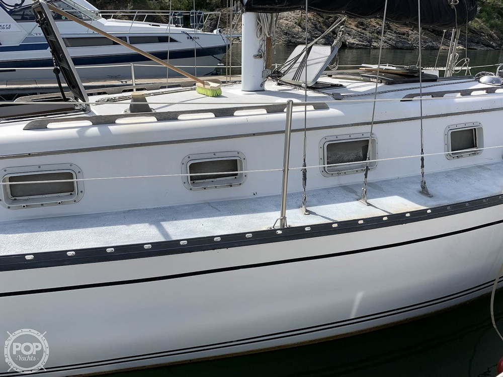 1980 Hunter boat for sale, model of the boat is 33 & Image # 17 of 40