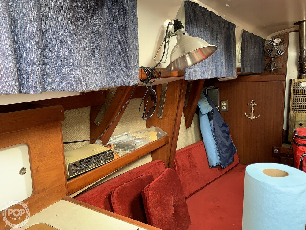1980 Hunter boat for sale, model of the boat is 33 & Image # 12 of 40