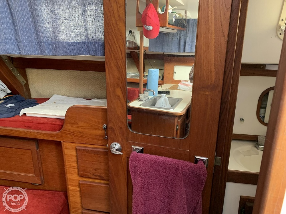 1980 Hunter boat for sale, model of the boat is 33 & Image # 13 of 40