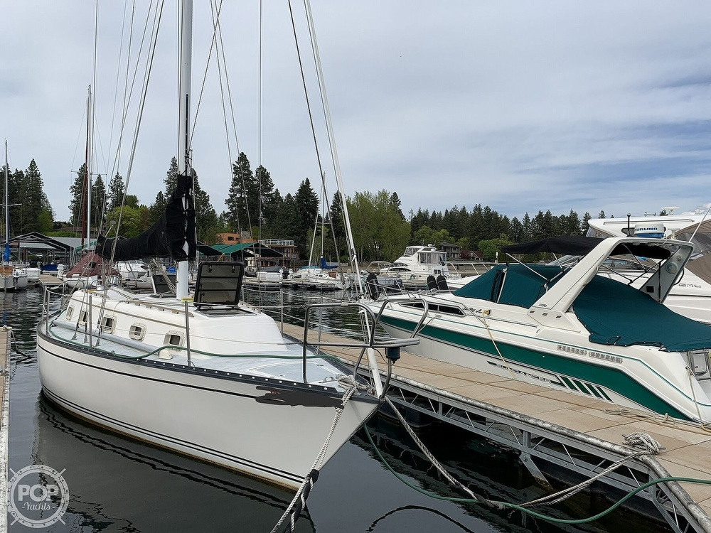 1980 Hunter boat for sale, model of the boat is 33 & Image # 14 of 40