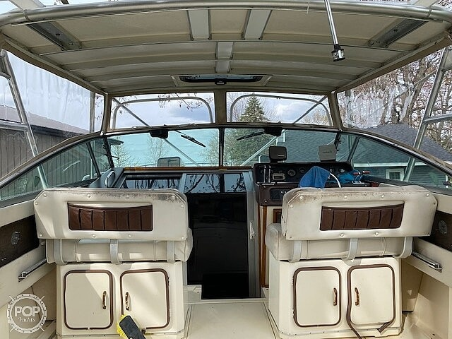 1986 Sea Ray boat for sale, model of the boat is 300 Weekender & Image # 4 of 16
