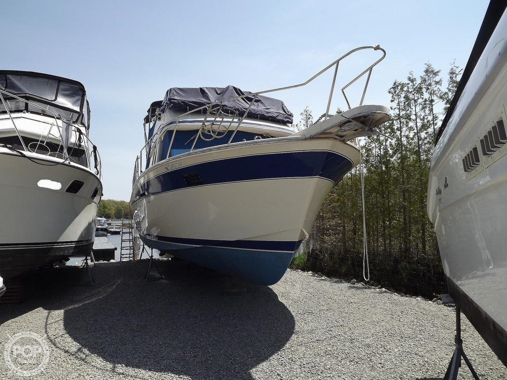 1984 Chris Craft boat for sale, model of the boat is Corinthian 380 & Image # 6 of 40