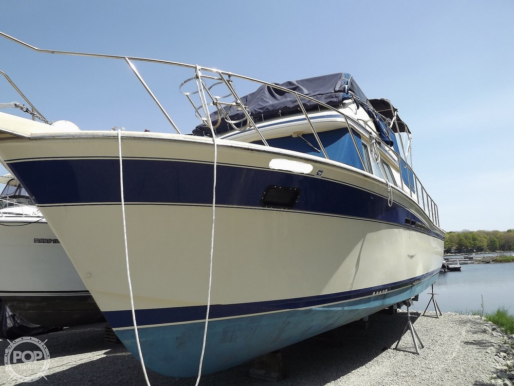 1984 Chris Craft boat for sale, model of the boat is Corinthian 380 & Image # 7 of 40