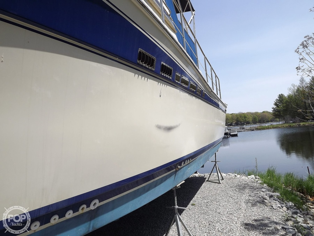 1984 Chris Craft boat for sale, model of the boat is Corinthian 380 & Image # 10 of 40