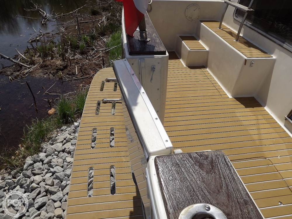 1984 Chris Craft boat for sale, model of the boat is Corinthian 380 & Image # 19 of 40