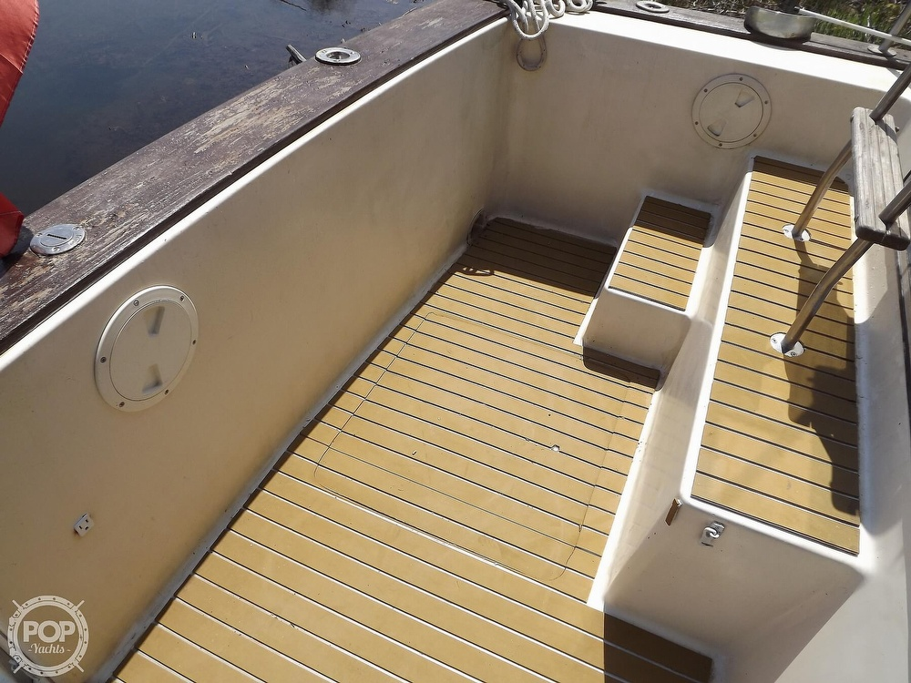 1984 Chris Craft boat for sale, model of the boat is Corinthian 380 & Image # 23 of 40