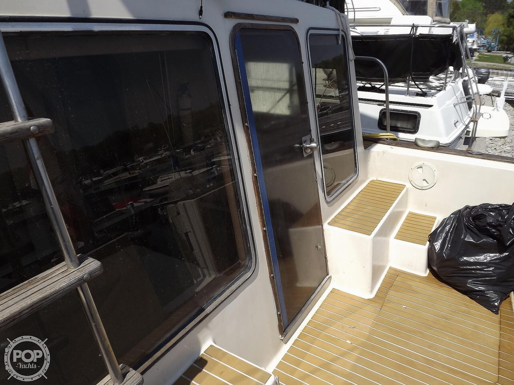 1984 Chris Craft boat for sale, model of the boat is Corinthian 380 & Image # 25 of 40