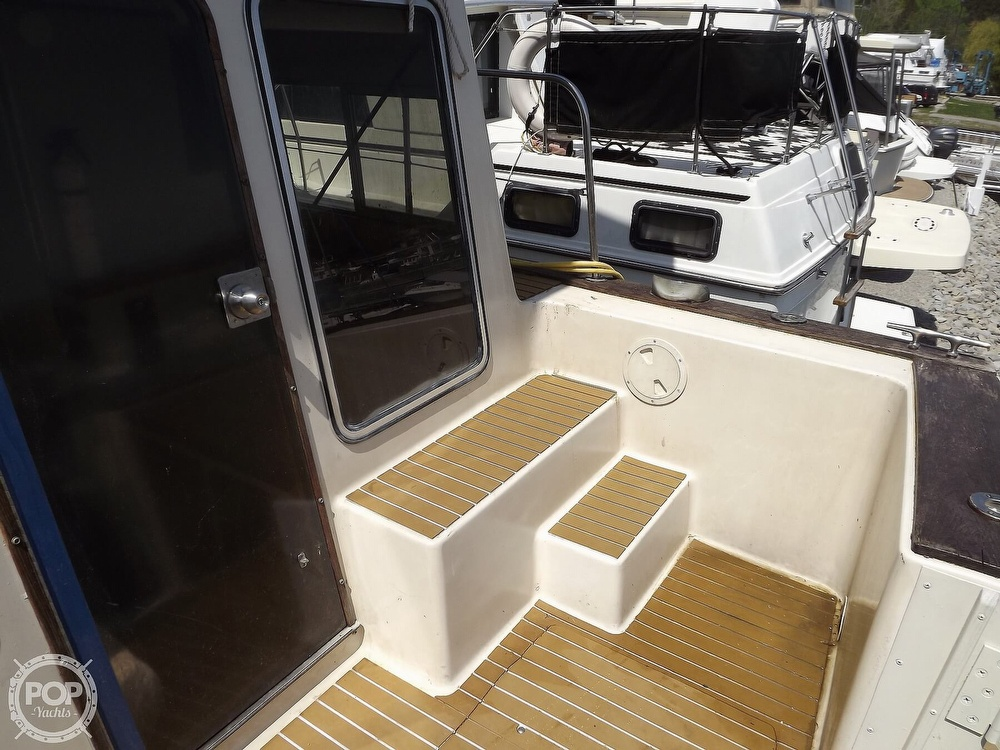 1984 Chris Craft boat for sale, model of the boat is Corinthian 380 & Image # 26 of 40
