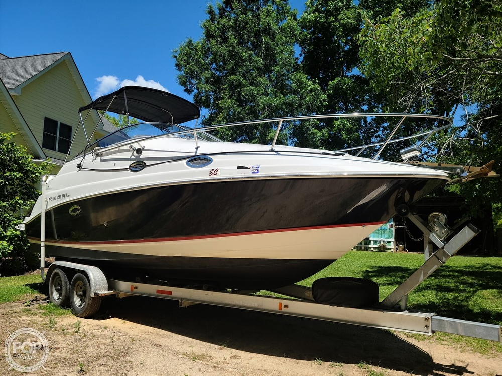 2005 Regal boat for sale, model of the boat is Commodore 2665 & Image # 4 of 40